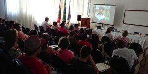 Produtores da região de Blumenau aprendem técnicas para criação de terneiras