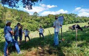 Bandeirante realiza dia de campo sobre leite