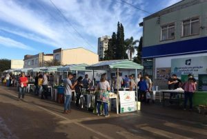 Feira do Produtor Rural é realizada na rua em Curitibanos
