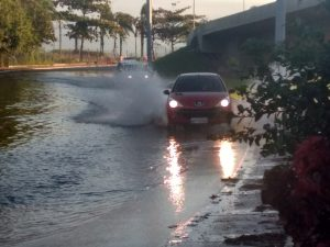 Costa de Santa Catarina registra super maré no início de julho