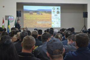Irineópolis promove seminário de conservação do solo, da água e das estradas rurais