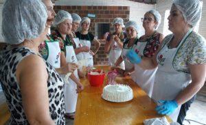 Read more about the article Agricultoras de Mondaí fazem curso de confeitaria