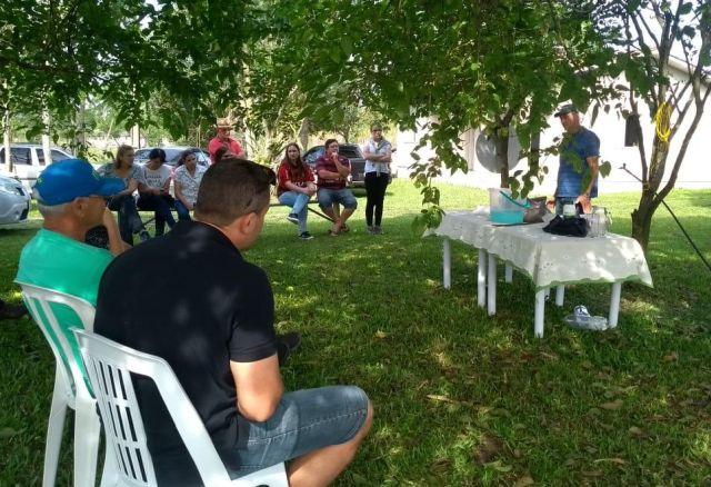 Agricultores aprendem sobre produção orgânica em Maracajá