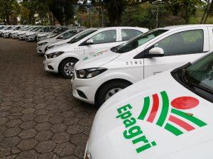 Epagri recebe automóveis e maquinários agrícolas para apoiar pesquisa e extensão rural
